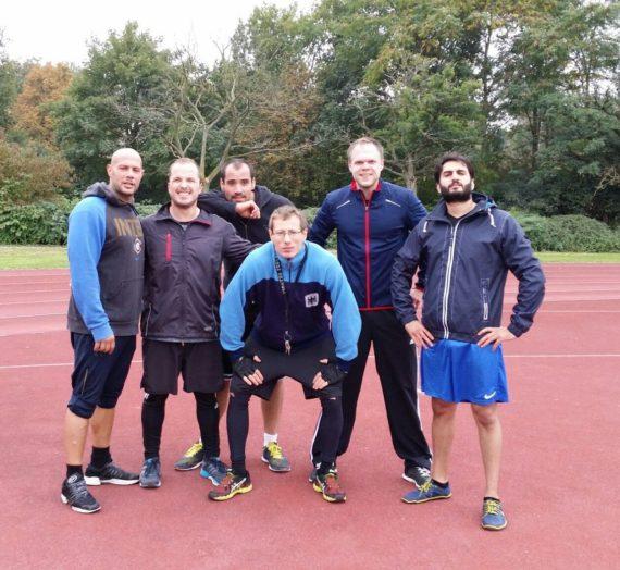 Sportuni mit Dione strength und einer ganze Gruppe Freelethen